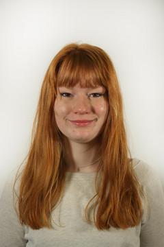 Bild wird vergrößert: Porträtfoto von Julia Fröhlich