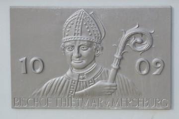 Bild wird vergrößert: Ein Relief mit Portrait vom Bischof Thietmar von Merseburg