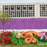 Graffiti-Schriftzug Leipzig & Nanjing in lila Farbton mit rotem chinesischen Drachen und dem Leipziger Stadtwappen in gelb-blau mit schwarzem Löwen am Heizhaus Grünau