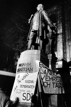 Bild wird vergrößert: Demonstration posters on Thomaskirchhof