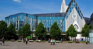 Blick auf das aufsehenerregende Neue Augusteum der Universität Leipzig am Augustusplatz, an Stelle der gesprengten Paulinerkirche.