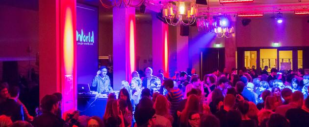 Veranstaltung im Garderobenfoyer des Schauspiel Leipzig