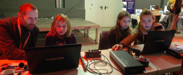Kinder beim Workshop des Medienwettbewerbes Visionale