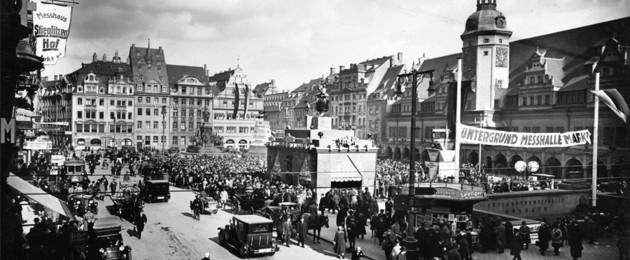 Fotografie des Leipziger Marktplatzes von der Petersstraße aus, um 1926