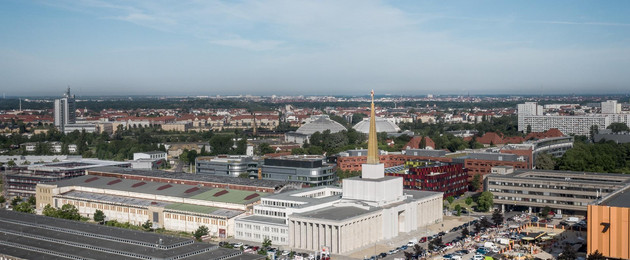 Gebäude des Stadtarchivs im ehemaligen Sowjetischen Pavillon auf der Alten Messe aus der Luft.