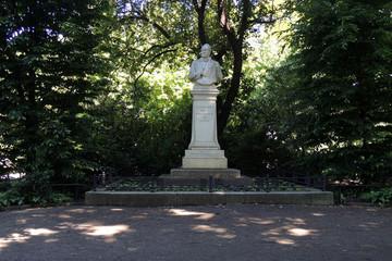 Bild wird vergrößert: Otto Koch Denkmal in der Lenné-Anlage