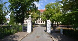 Gebäudeansicht Gymnasium - Robert-Schumann-Schule