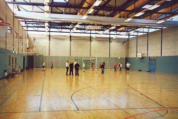 Bild wird vergrößert: Junge Sportler beim Training in der Spielsporthalle des Sportgymnasiums Leipzig