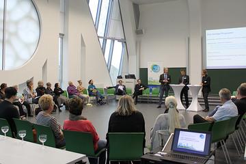 Bild wird vergrößert: Diskussionsrunde zur Bürgerwerkstatt zum Finanzhaushalt 2015 / 2016 in Leipzig