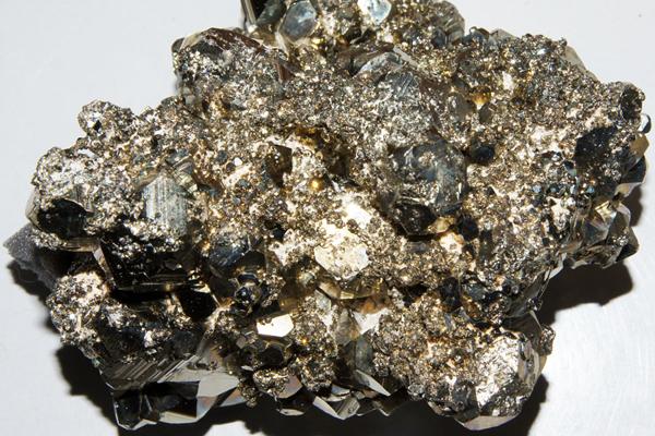 Brocken eines Pyrit-Gesteins