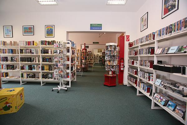 Bibliothek Böhlitz-Ehrenberg - Blick in die Bibliothek