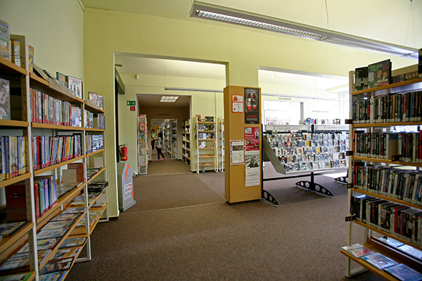 Bibliothek Grünau-Süd - Blick in die Bibliothek