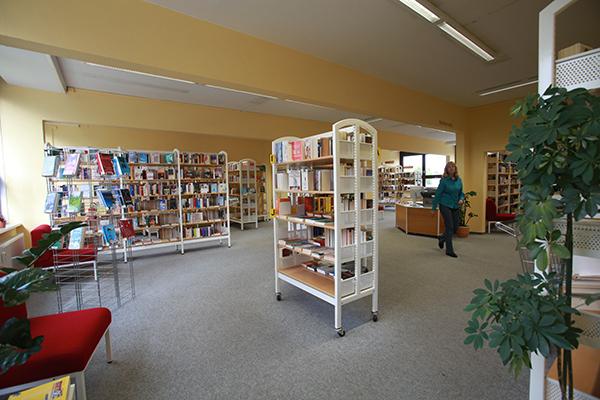 Bibliothek Grünau-Mitte - Blick in die Bibliothek