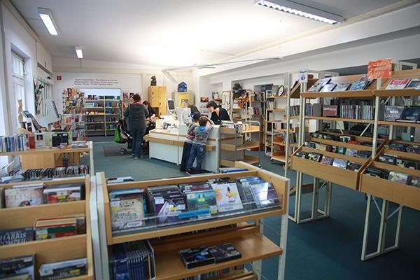 Bibliothek Paunsdorf - Blick in die Bibliothek