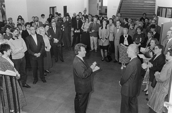 Eröffnung der Leipziger Stadtbibliothek im alten Grassi-Museum am Wilhelm-Leuschner-Platz am 25. Mai 1991.