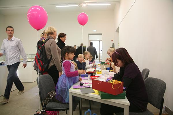 Eröffnung der Stadtbibliothek - Bastelstrasse