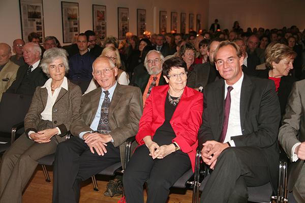 Gäste des Festaktes zur Wiedereröffnung der Stadtbibliothek