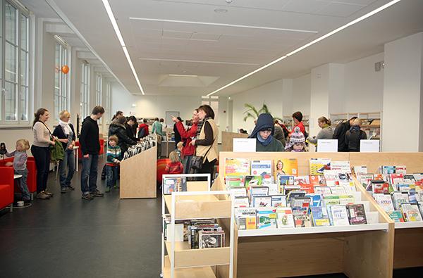 Hörbücher, DVDs und CD-Rom im Multimedia-Bereich im 2. Obergeschoss