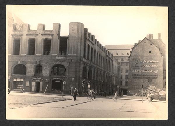 Zerstörte Stadtbibliothek 1943